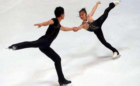 Os patinadores norte-coreanos Ryom Tae-Ok e Kim Ju-Sik talvez participem das Olimpíadas de Inverno