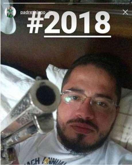 Padre de MT causa polêmica após postar foto em rede social