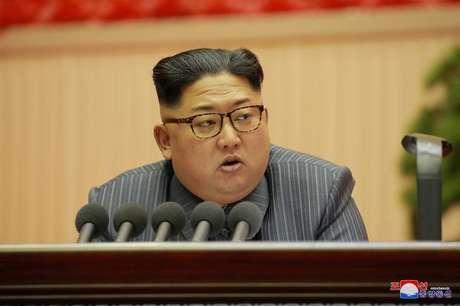 Líder norte-coreano, Kim Jong Un, durante Conferência do Partido dos Trabalhadores da Coreia 24/12/2017 KCNA/via REUTERS