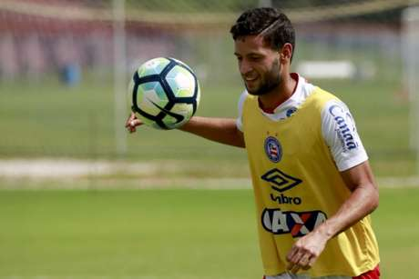 O lateral-esquerdo Juninho Capixaba, do Bahia