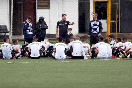 Técnico Aarão Alves vai comandar o Santos na Copinha (Foto: Pedro Ernesto Guerra Azevedo/Santos)
