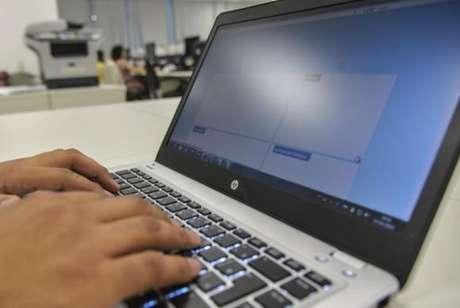 Segundo a análise, 28,3% dos estudantes do Brasil afirmaram que têm acesso a computadores com internet nas escolas
