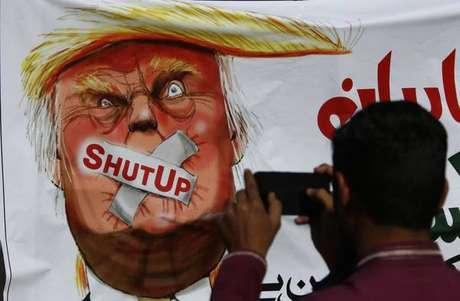 Trump falou 1950 mentiras em quase 1 ano de governo,diz jornal
