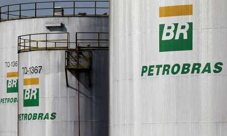 Logo da estatal Petrobras em refinaria em Paulínia, no Estado de São Paulo 01/07/2017 REUTERS/Paulo Whitaker