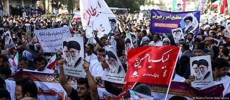Milhares de iranianos marcharam em Teerã em apoio ao governo
