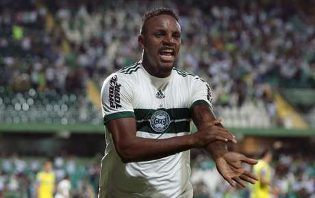 Dos emprestados em 2017, Cleber é o único que retorna ao Santos em alta (Foto: Divulgação/Coritiba)