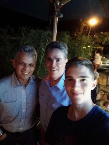 Jornalista postou foto ao lado do treinador e o desejou sorte (Ancizar Villa)