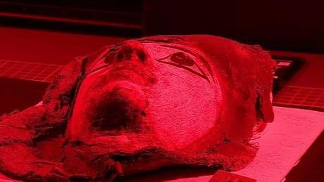 Luzes de diferentes frequências podem revelar o que estava escondido no gesso que une os caixões das múmias