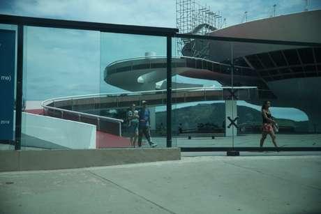 Natalie Portman no Museu de Arte Contemporânea de Niteroi (Fotos: Delsobn Silva/AgNews)