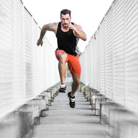 O corpo está mais propenso a sentir dores com exercícios de alta intensidade | Foto: Getty Images