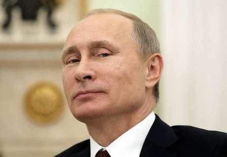 Vladimir Putin anuncia retomada de voos para o Egito