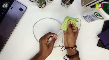 Com CIF Cremoso você limpa toda a extensão do fio