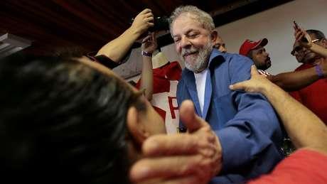 No Brasil, ainda não se sabe se Lula poderá ser candidato ou não