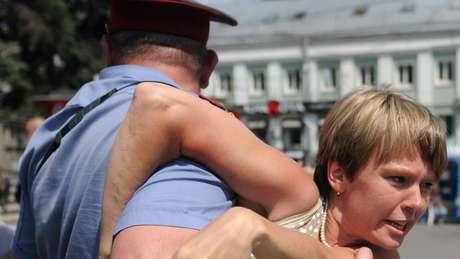 Fenômeno russo que faz jovens como Evgenia Chirikova abandonarem o país é chamado de 'poravalism', segundo correspondente da BBC