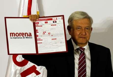 À frente nas pesquisas, candidato de esquerda disputa pela terceira vez a eleição presidencial no México