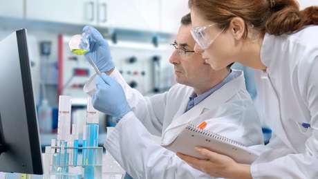 Pat buscou informação em laboratórios genéticos e com médicos especializados