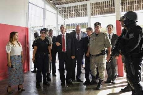 A comitiva que inspecionou o Complexo Prisional de Aparecida de Goiânia estava composta de representantes do Tribunal de Justiça de Goiás (TJ-GO), do Ministério Público e da Defensoria Pública estaduais e da Comissão de Direitos Humanos da Ordem dos Advogados do Brasil em Goiás (OAB-GO)