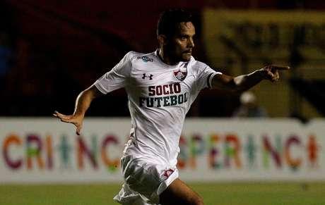 O meia Gustavo Scarpa tenta se desligar do Fluminense através da Justiça trabalhista.