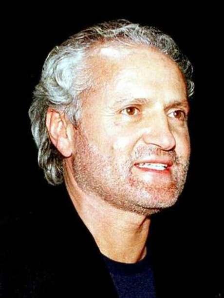 Foto de arquivo de Gianni Versace tirada em janeiro de 1997