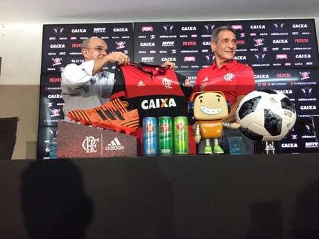 Carpegiani foi apresentado nesta terça-feira (Foto: João Pedro Granette/Lancepress!)