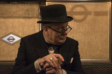 """Gary Oldman interpreta o Primeiro Ministro britânico Winston Churchill em """"O Destino de Uma Nação"""""""