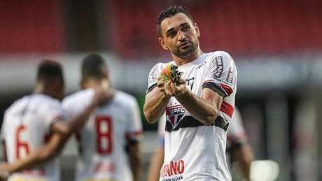 Gilberto não renovou o vínculo com o São Paulo e pode ser reforço do  Botafogo ( 79e89b1dfa047