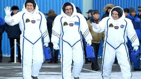 O astronauta Norishige Kanai (à esq.) deixou a Terra no mês passado; sua missão deve durar seis meses