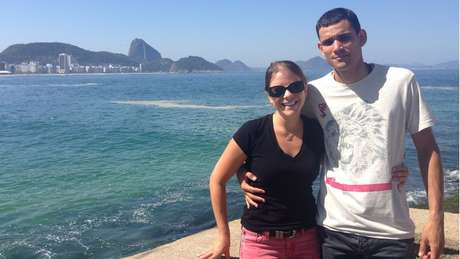 Cassia e Clayton, em foto de 2014; a americana deixou o Brasil, mas luta para que o assassinato do PM seja elucidado | Foto: Arquivo pessoal