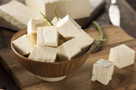 O tofu é feito com leite de soja