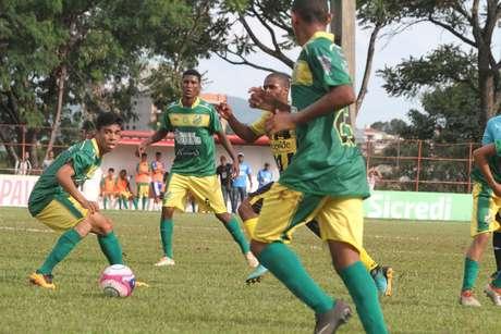 Lance durante a partida entre Estanciano e Volta Redonda, válida pela Copa São Paulo no Estádio Coronel Francisco Vieira em Itapira (SP)