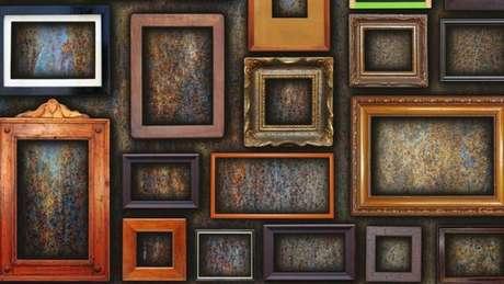 Quadros pendurados em uma imensa galeria representa um dos grandes paradoxos