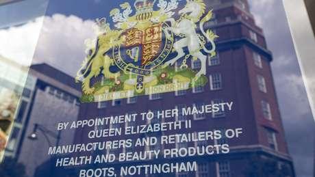 A chancela dá a empresas a permissão de usar o brasão de armas britânico em conexão com sua marca   Foto: Getty Images