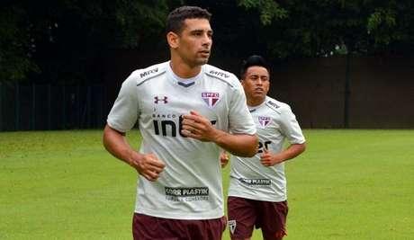 Principal reforço para a temporada, Diego Souza fez bonito em seu primeiro treino no São Paulo.