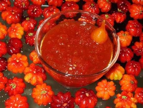 Diferentes tipos de pimentas: geleia de pimenta biquinho