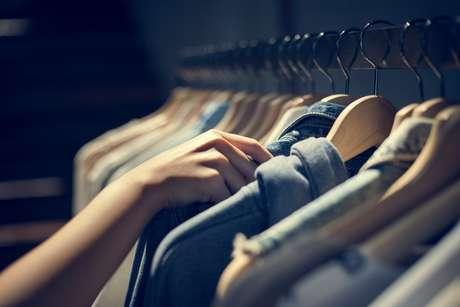 Aproveite os dias de sol para tirar as roupas que estão muito tempo guardadas no armário