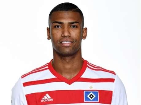 Alvo de Atlético-MG e Flamengo, o volante Walace acabou afastado do time alemão Hamburgo.