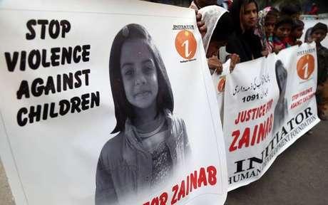 Estupro e assassinato de menina choca cidade no Paquistão