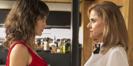 Clara (Bianca Bin) e Sophia (Marieta Severo) de 'O Outro Lado do Paraíso': personagens da ficção fazem o público refletir a respeito do que é a vida real.