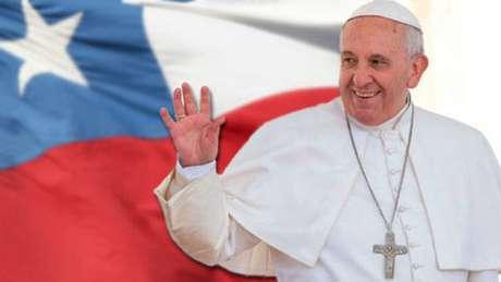 Igrejas são atacadas em protesto à viagem de Papa ao Chile