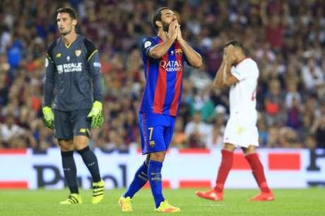 Arda Turan foi mal em seu tempo de Barcelona (Foto: PAU BARRENA / AFP)