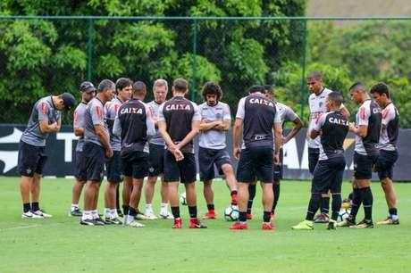 Oswaldo comandou treino do Galo (Foto: Bruno Cantini / Atlético-MG)