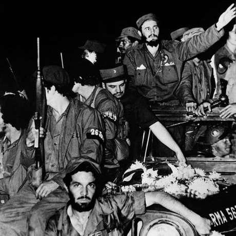 Fidel Castro liderou a luta contra Batista na Sierra Maestra, enquanto outros grupos e partidos coordenaram ações nas cidades