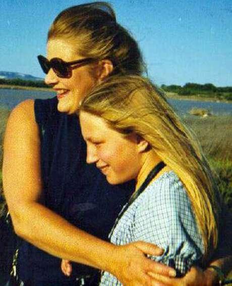 Sheila e Polly Kitzinger, em 1976: a filha explicou para mãe como era fazer um textamento vital | Foto: Tess Kitzinger