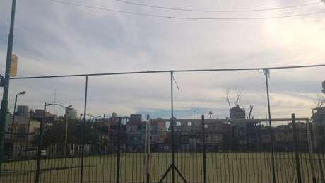 Campo de futebol construído na Villa 31 - favela passa por processo de urbanização