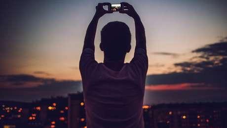 """""""As selfies cuidadosamente escolhidas postadas no Instagram"""" e outros aspectos vistos nas redes sociais, segundo o pianista, """"não estão ajudando"""""""