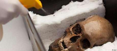 Equipe internacional encontrou traços de bactéria causadora da febre entérica em esqueletos astecas