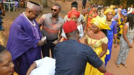 Tradição prevê que familiares aprovem o casamento antes que ele aconteça | Foto: Chidimma Amedu