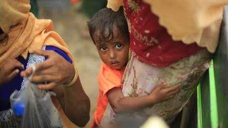 Entre os refugiados, há muitas crianças, como Hazera, de dois anos