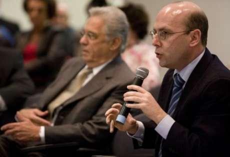 Fausto e Fernando Henrique (no segundo plano da foto) têm defendido união do centro como alternativa a discursos políticos extremados | Foto: Divulgação/Fundação FHC