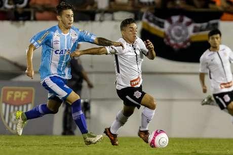 Lance de Corinthians x Avaí, disputado em Araraquara (SP).